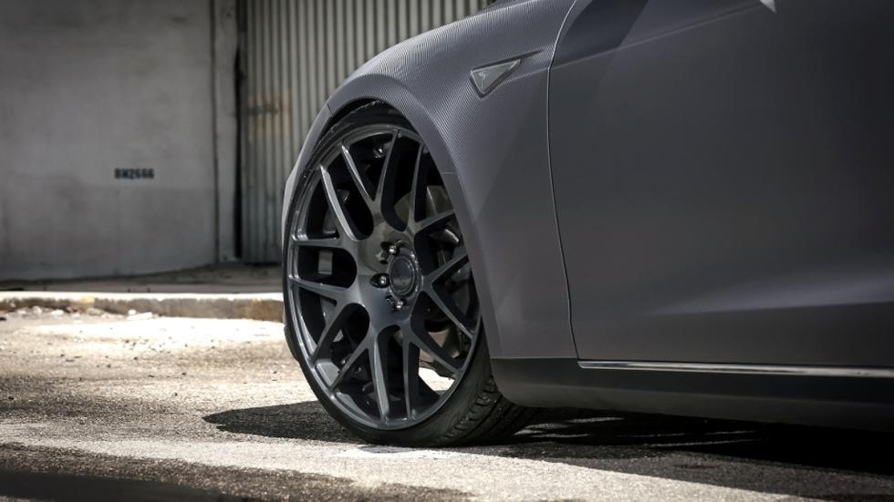 Tesla Model S preparado Revozport llantas mate
