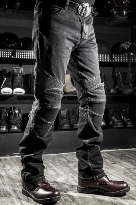 Pantalones de moto, vaqueros pero con kevlar y refuerzos para proteger.