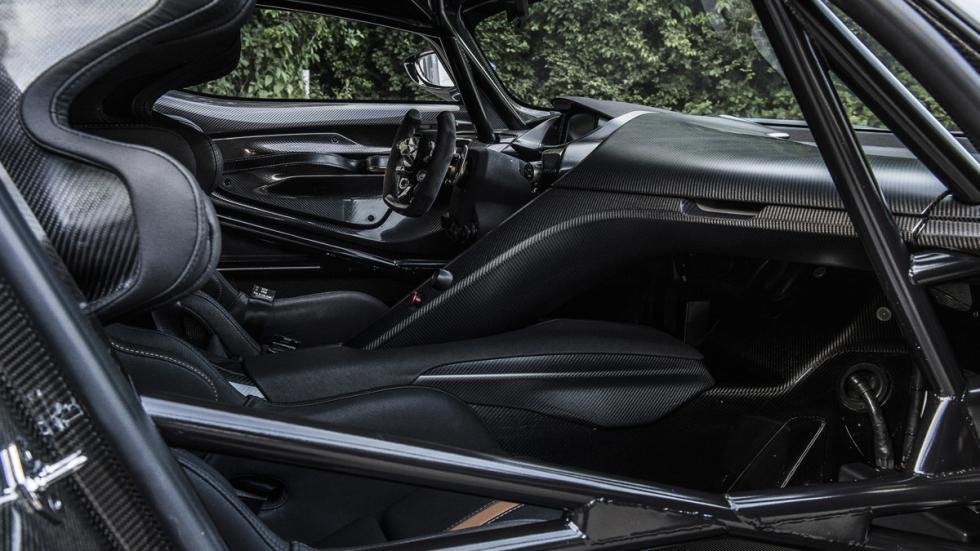 curiosidades- Aston-Martin-Vulcan-conducir-2