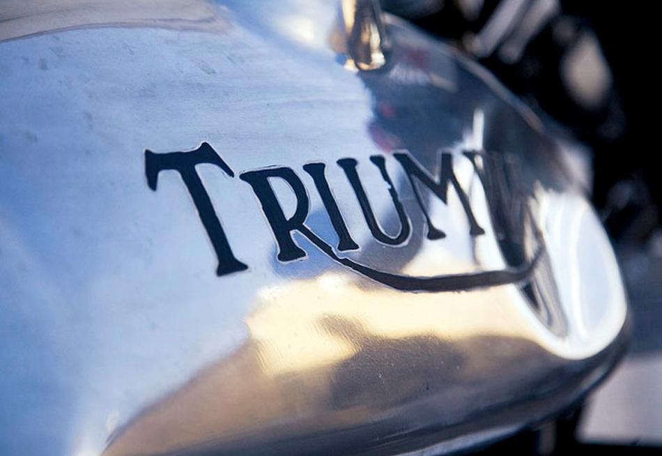 Triumph Thruxton 904S by Deus Ex Machina depósito.