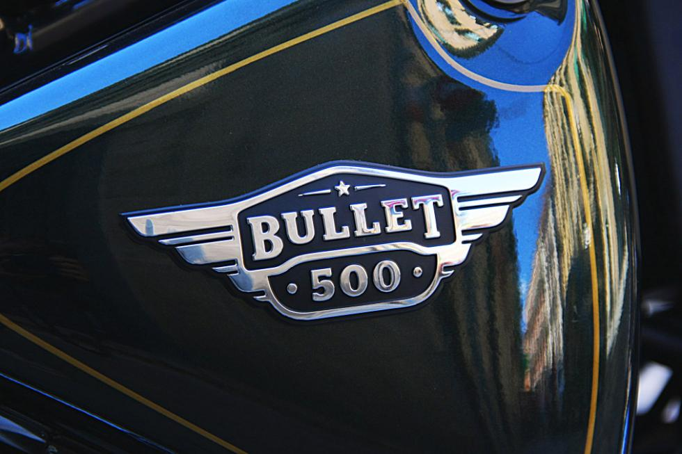 Royal Enfield Bullet 500., con el logo del modelo en el lateral.