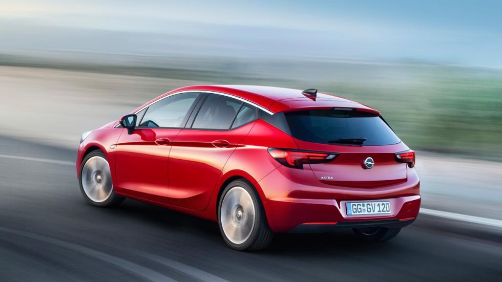 Opel Astra 2016 trasera
