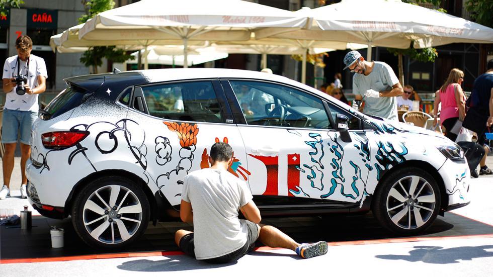 Detalle del Renault Clio Technofeel Limited Edition pintado por Boa Mistura