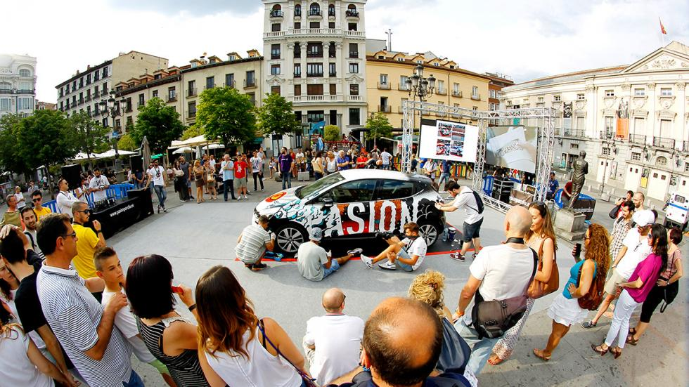 Público en el evento de Clio en Madrid en la Plaza de Santa Ana