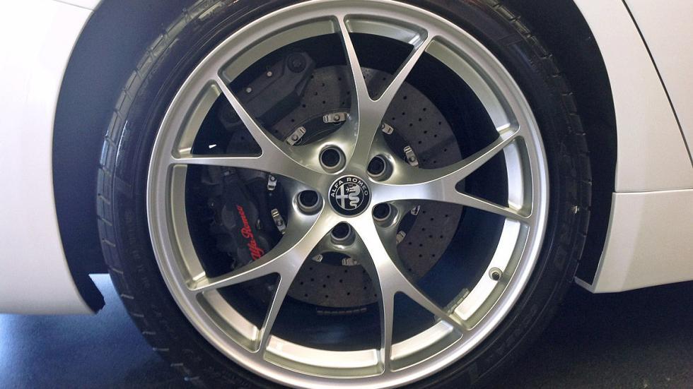 Alfa Giulia lateral llanta