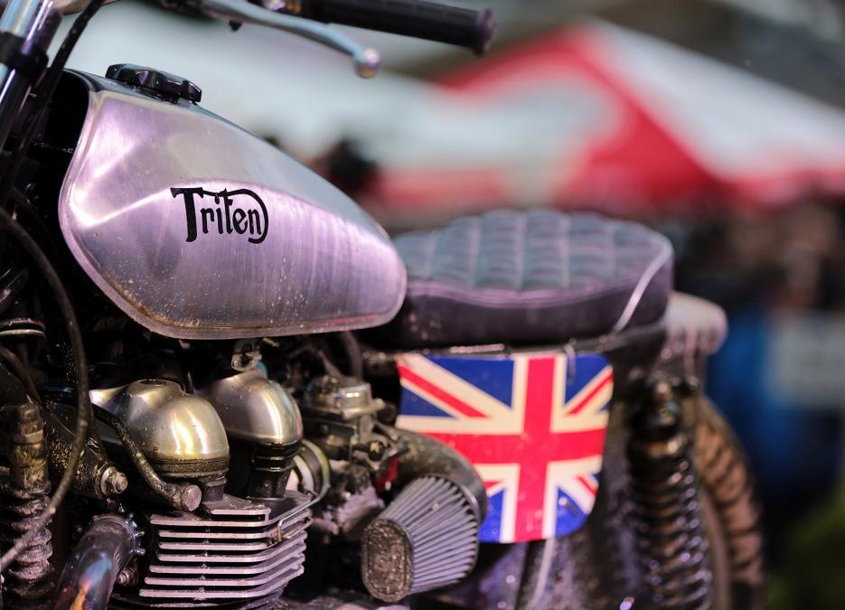 Triumph Thruxton Triten. Depósito.