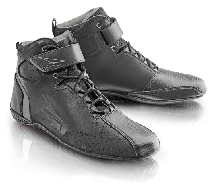 Botas cortas AXO Asphalt todo en negro.