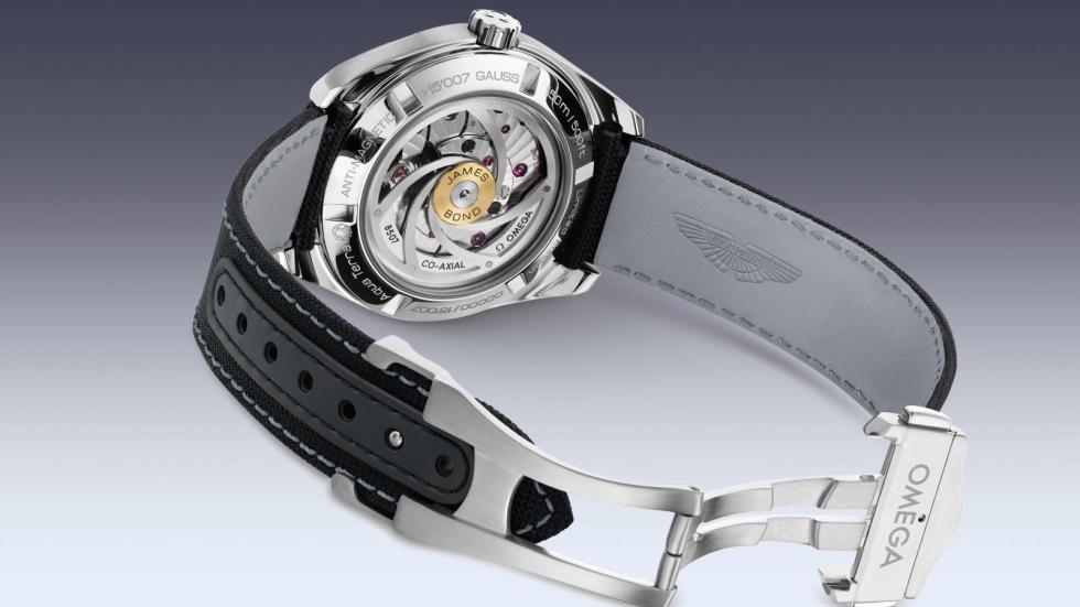 Aston Martin DB9 GT Bond Edition reloj trasera