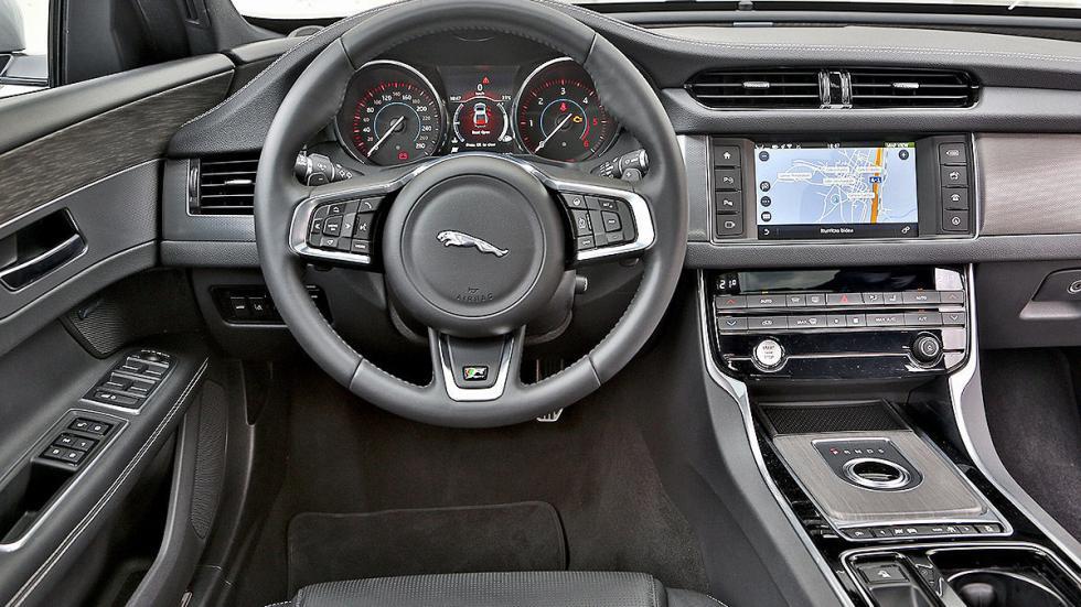 Jaguar XF detalle interior