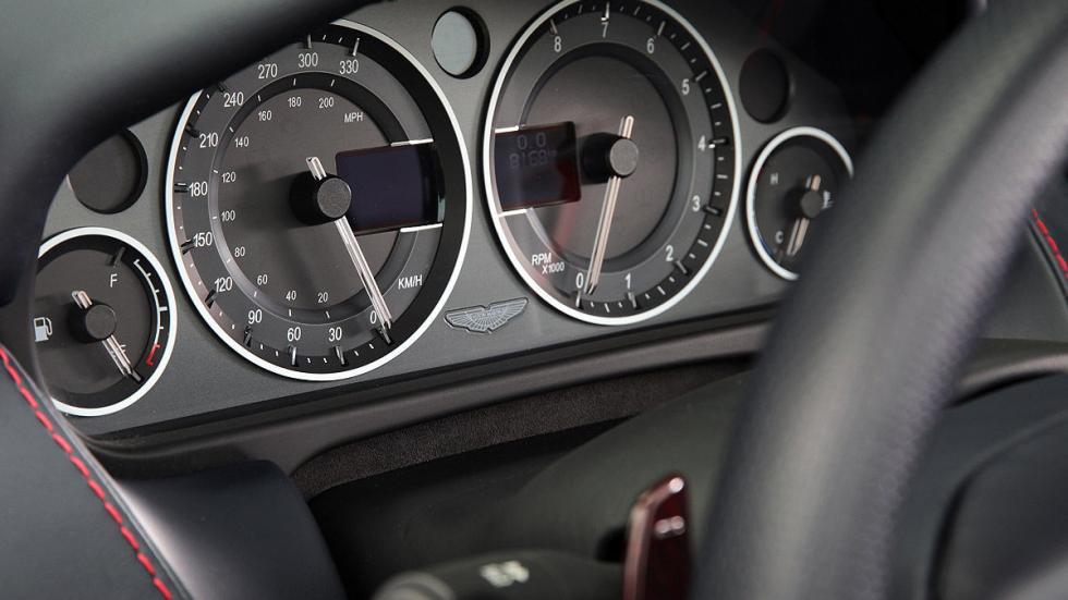 Prueba: Aston Martin V12 Vantage S Roadster detalle relojes