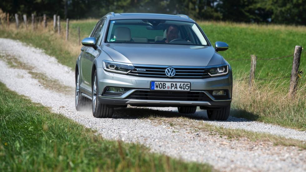Volkswagen Passat Alltrack 2015 en campo