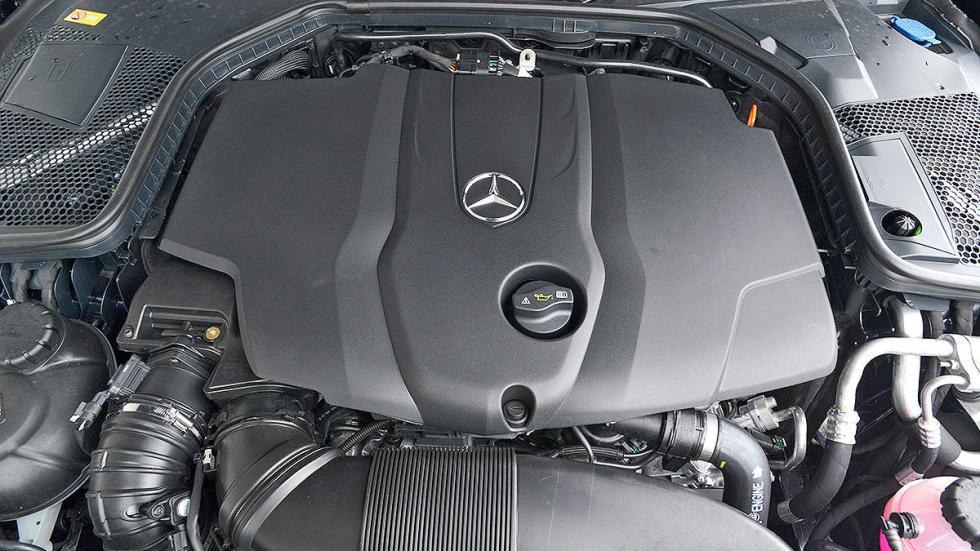Mercedes Clase C detalle interior motor
