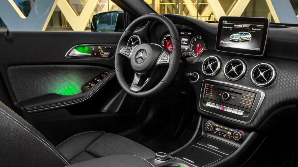 Mercedes clase a 2018 visto en las pruebas de invierno de for Interior mercedes clase a