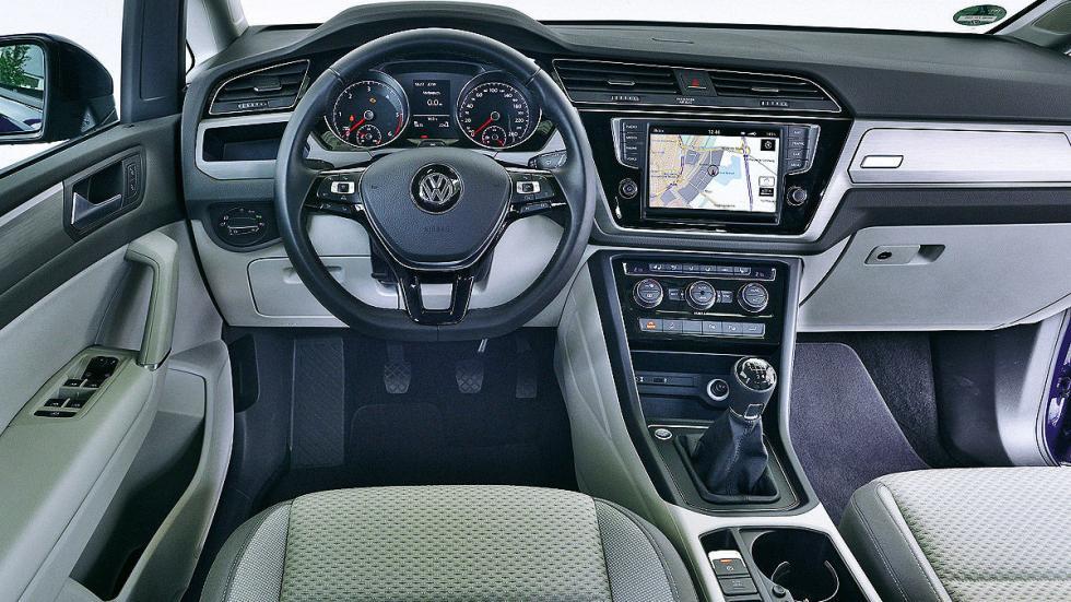 Volkswagen Touran interior