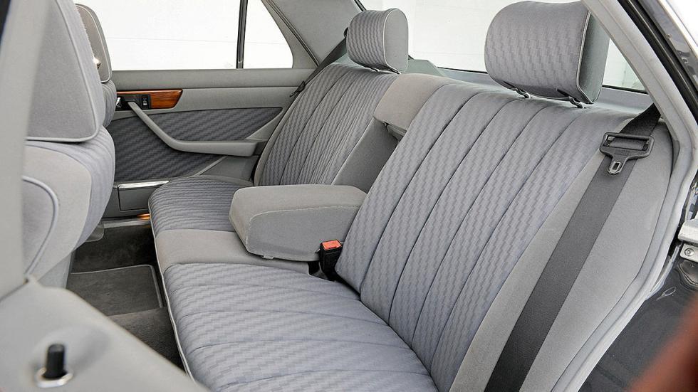 Mercedes 300 SE (W 126) detalle interior traseras