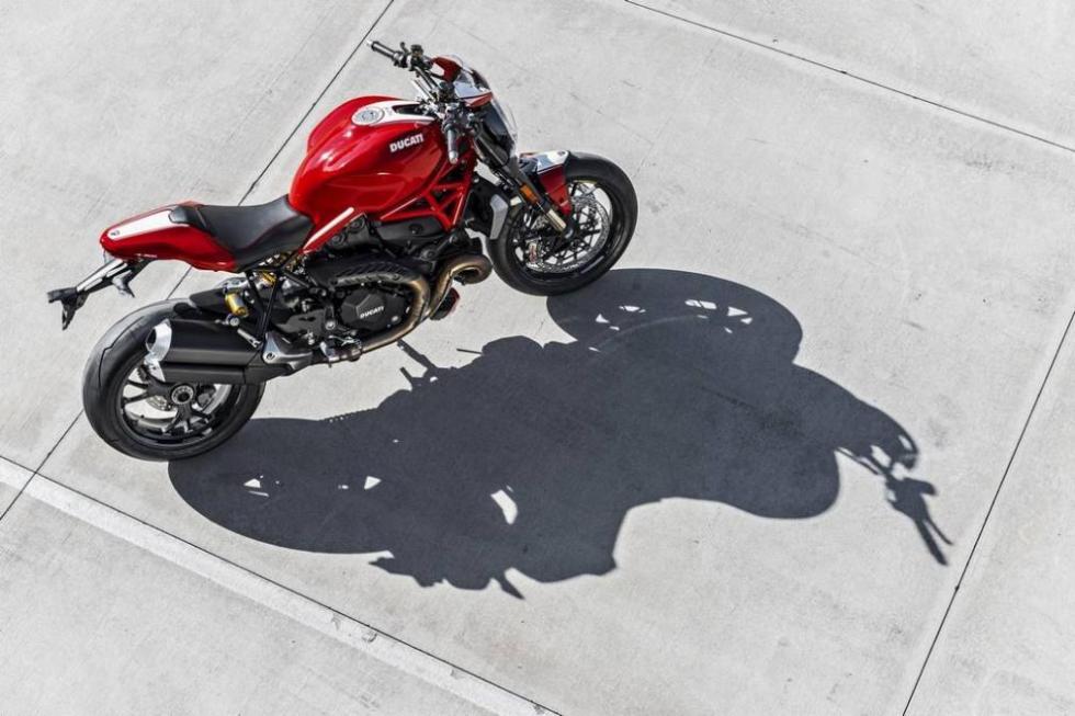 Ducati-Monster-1200R-trasera