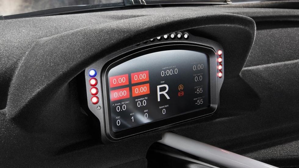 BMW-M6-GT3-2016-interior-cuadro-digital