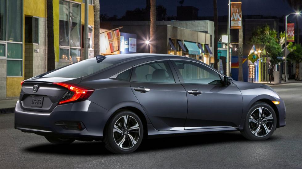 Honda Civic Sedan 2016 trasera