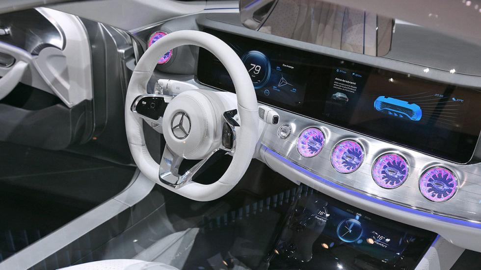 Cockpits revolucionarios del IAA Mercedes dentro