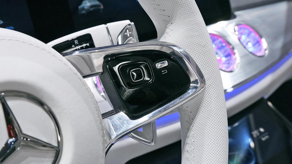Cockpits revolucionarios del IAA Mercedes dentro detalle volante