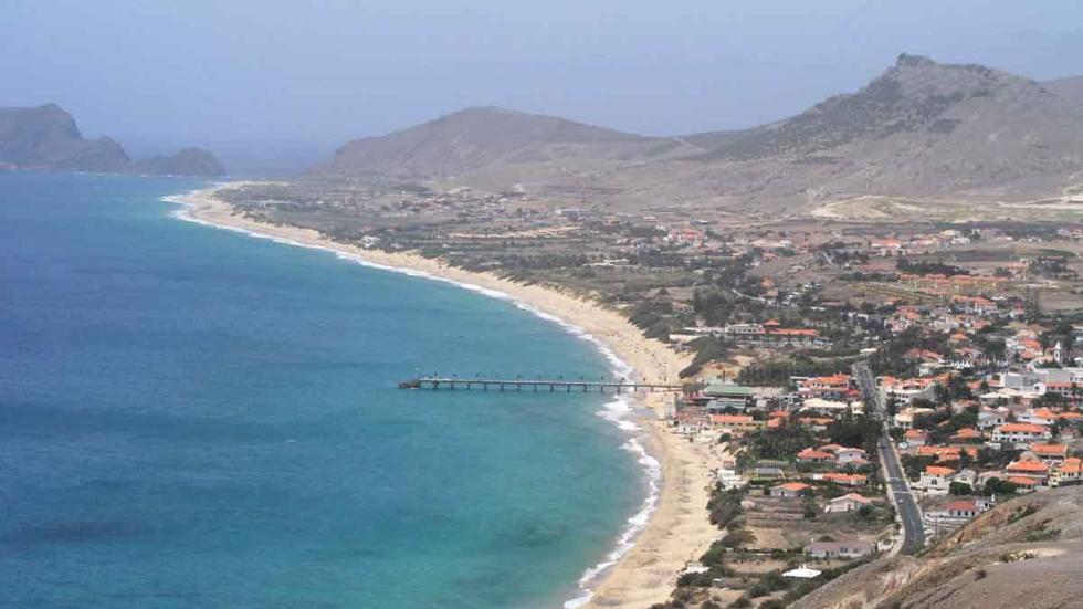 La gran playa de la isla de Porto Santo, Madeira