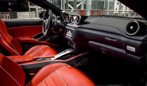 Ferrari California T Tailor Made negro interior rojo