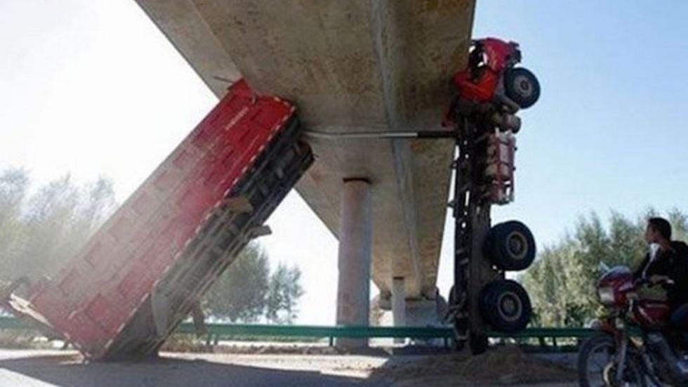 accidente-tráfico-inexplicable-puente