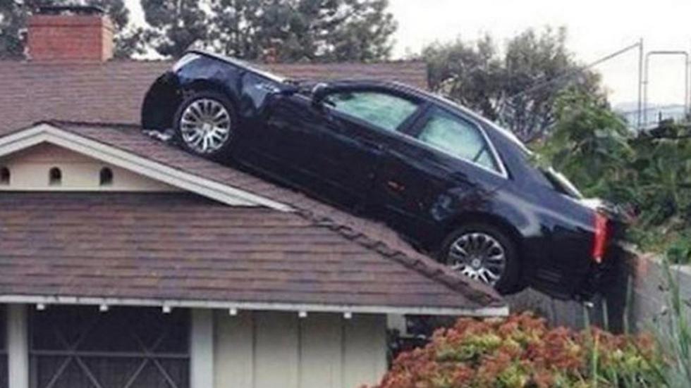 accidente-tráfico-inexplicable-tejado