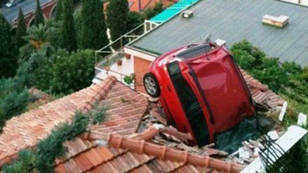 accidente-tráfico-inexplicable-atraviesa-techo