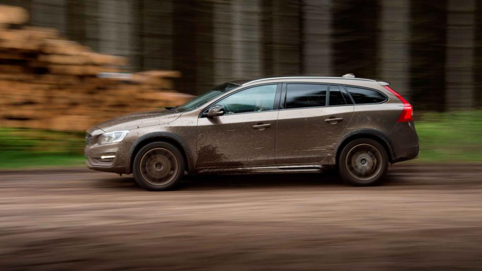 volvo V60 Cross Country 2016 dinámica campo perfil