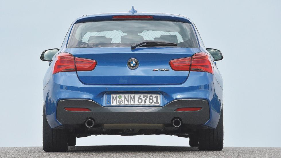 BMW M135i trasera