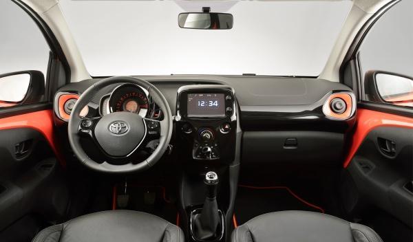 Toyota Aygo 2015 plazas delanteras