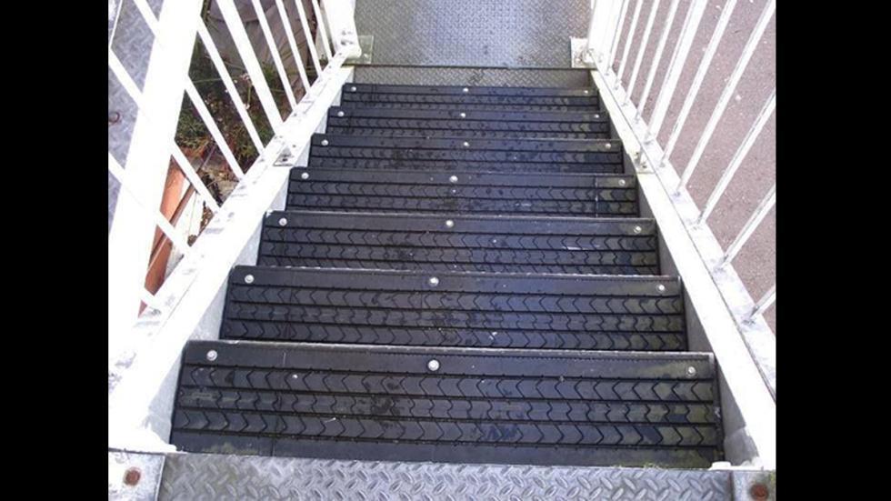 objetos-sorprendentes-hechos-neumaticos-escaleras