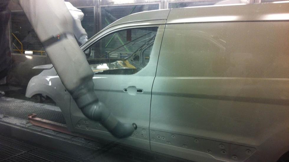 Fábrica-Ford-Almussafes-Valencia-cabina-pintura-robots