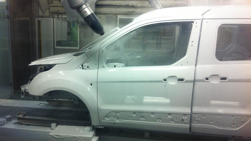 Fábrica-Ford-Almussafes-Valencia-cabina-pintura