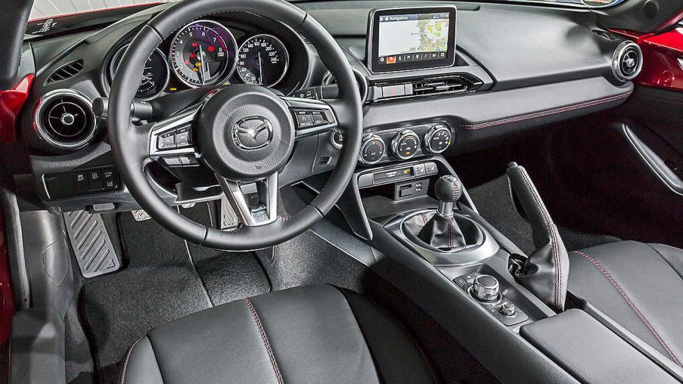 Mazda X5  interior