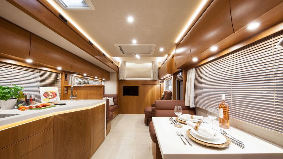 camiones-autocaravana-lujosos-mercedes-vario-alkoven-interior