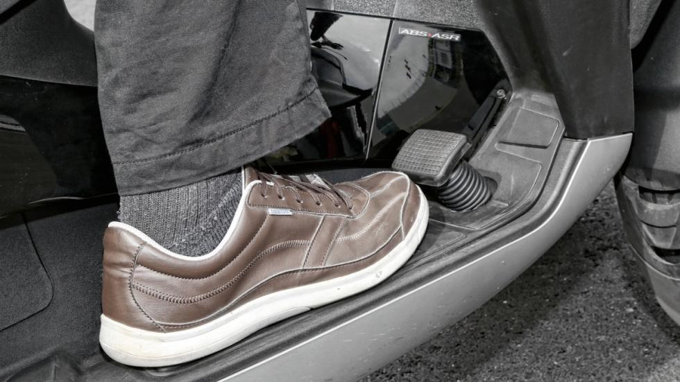 Piaggio-MP3-500-LT-Sport-pedal-freno