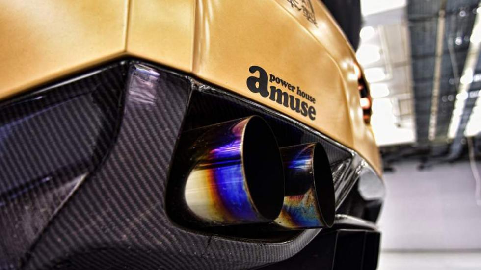 Nissan GT-R ADV-1 dorado escapes AMS