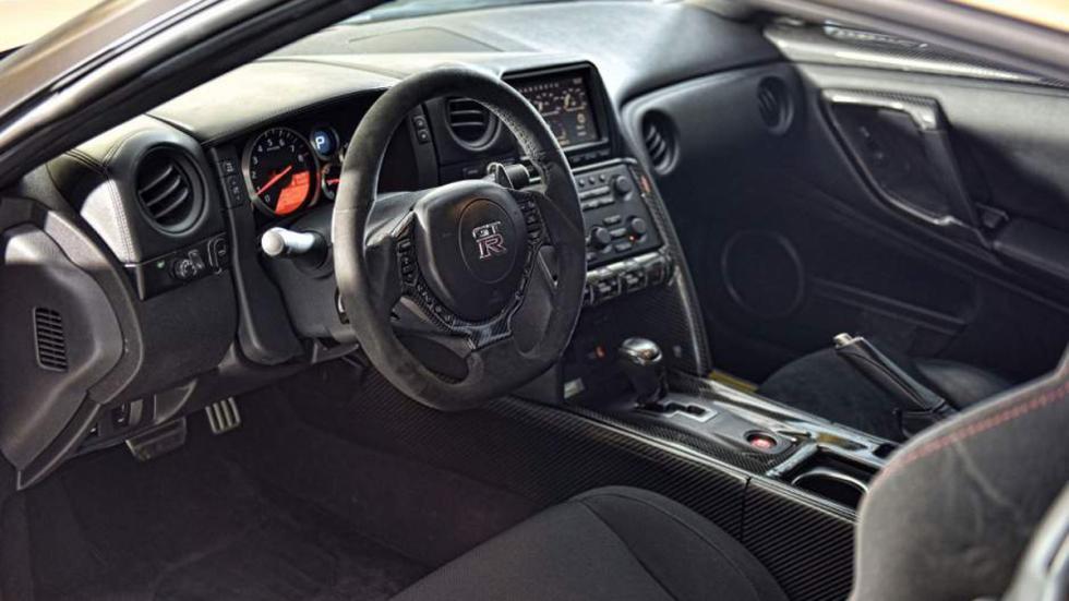 Nissan GT-R ADV-1 dorado interior AMS