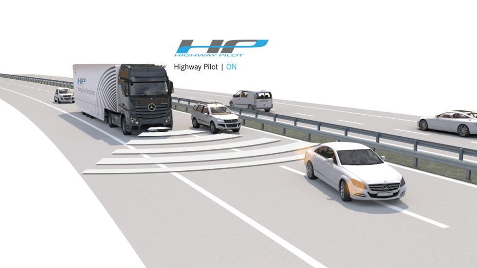 camión Mercedes que conduce solo 5