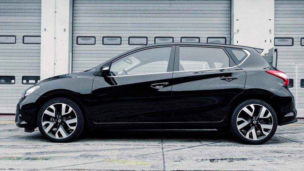 Nissan Pulsar Sport Edition  lateral