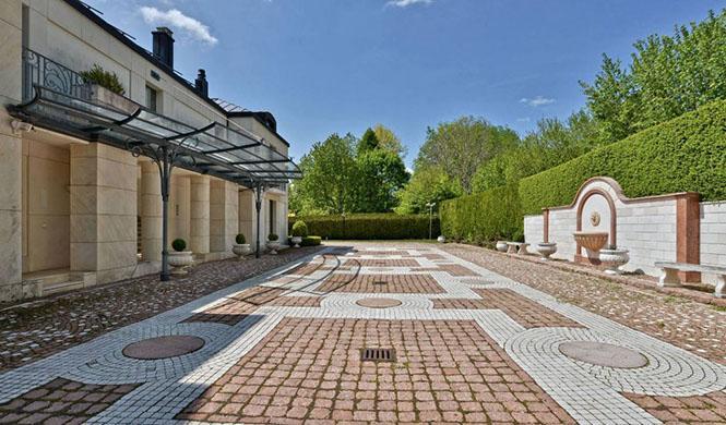 Villa en Suiza en venta con F1 en su interior 6