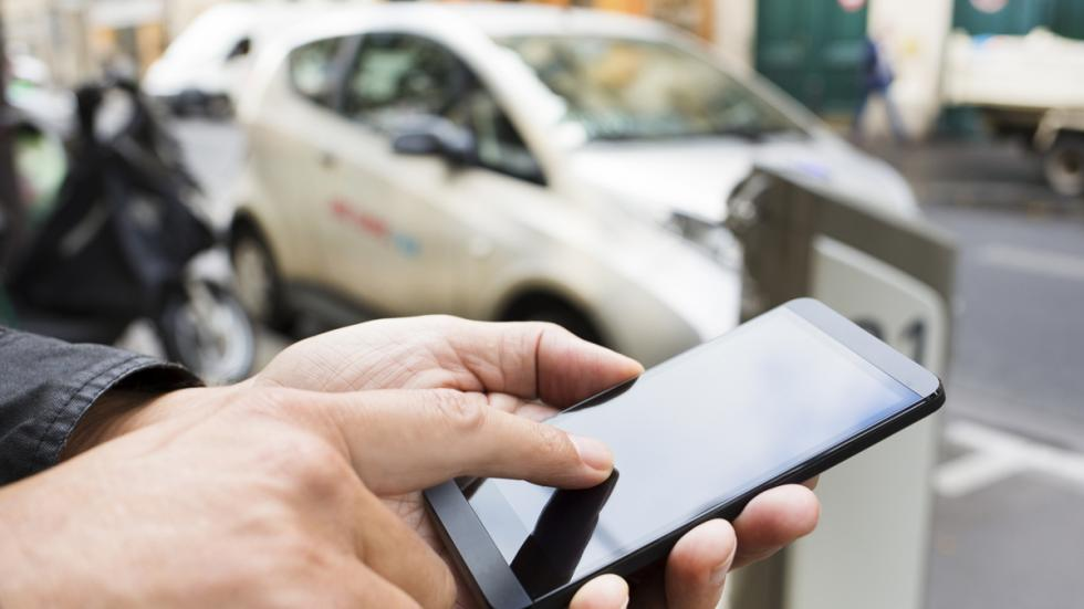 vehículo a través del smartphone