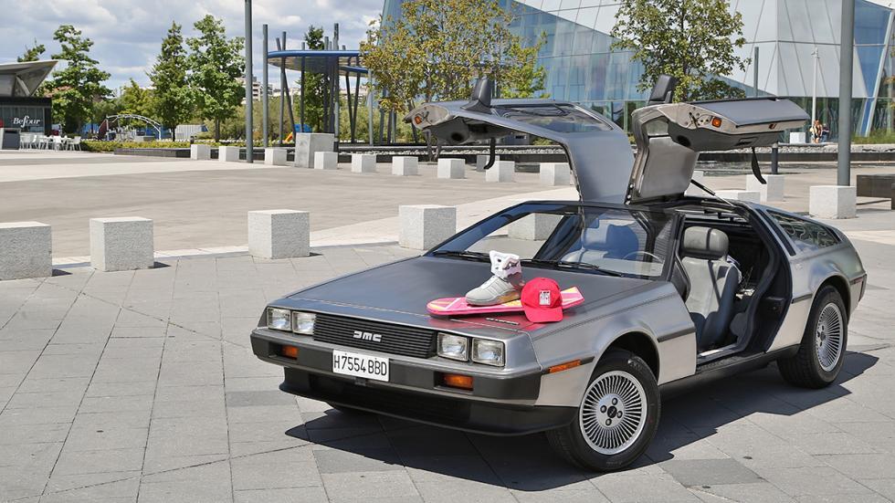 Prueba-DeLorean-DMC-12-abierto-aeropatín-zapatillas-futuro
