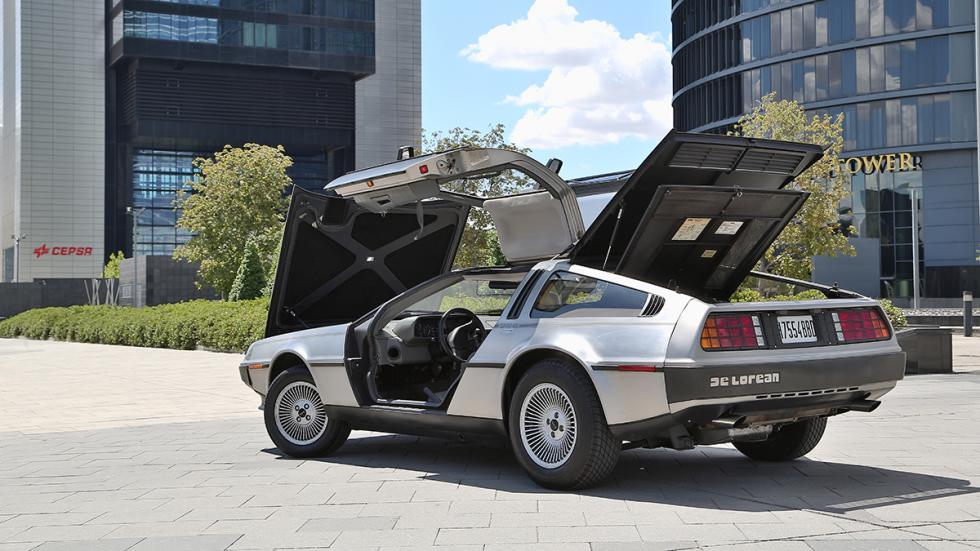 Prueba-DeLorean-DMC-12-abierto-trasera