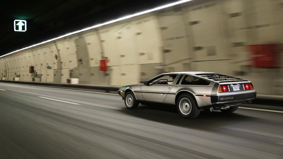 Prueba-DeLorean-DMC-12-acción-túnel-trasera