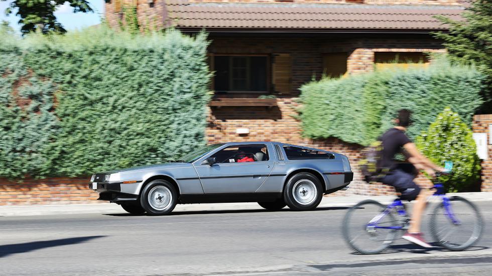 Prueba-DeLorean-DMC-12-barrido-bicicleta