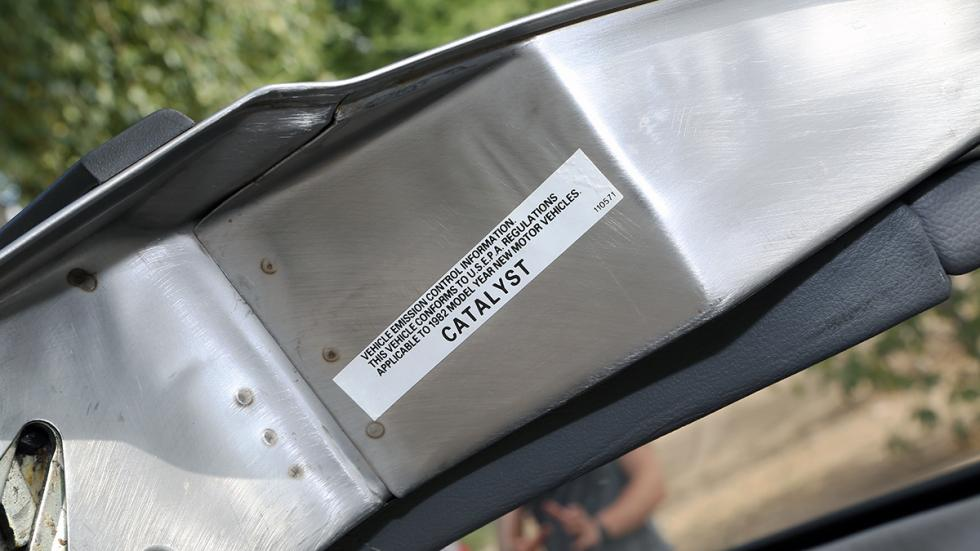 Prueba-DeLorean-DMC-12-puerta-catalizador
