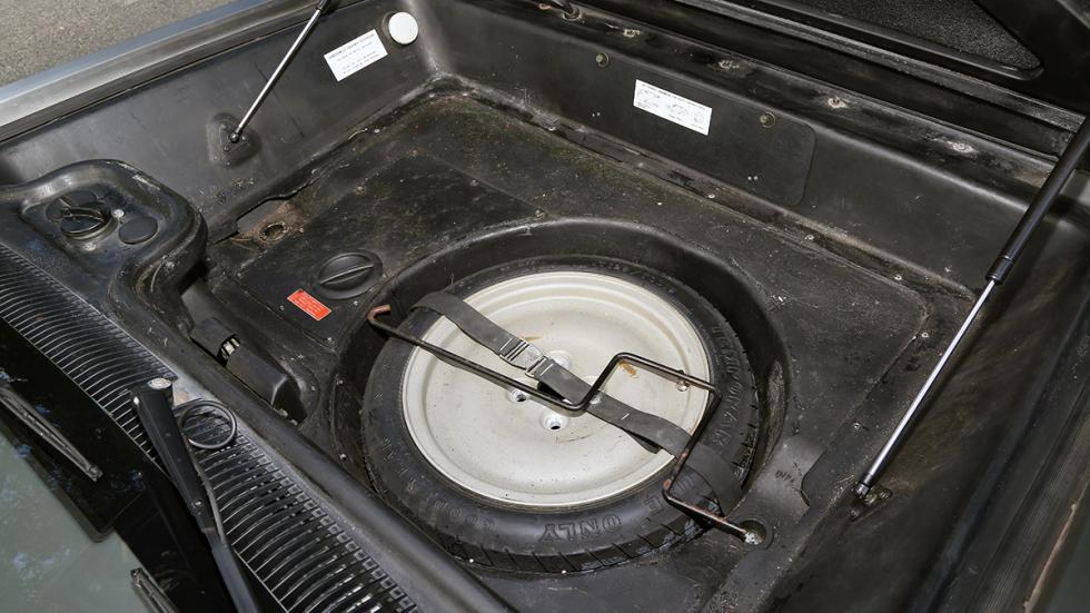 Prueba-DeLorean-DMC-12-rueda-repuesto-galleta